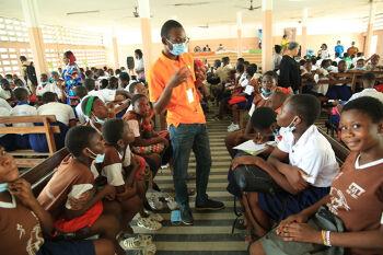 Hygiène Menstruelle : l'ONG Actuelles sensibilise les élèves du Lycée Moderne de Treichville